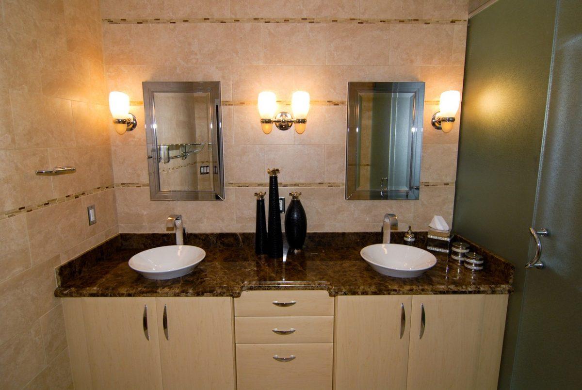 Meble łazienkowe występują w różnych wielkościach